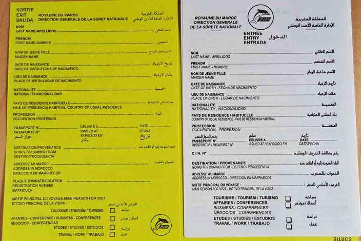 Formulare für die Einreise (weiß) und die Ausreise (gelb) nach/von Marokko