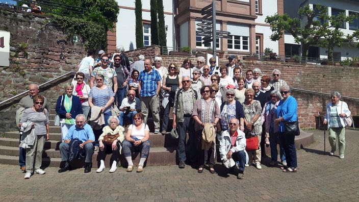 Sommerfahrt nach Neckarsteinach- Die Fahrt war ausgebucht, das Wetter spielte ebenfalls mit