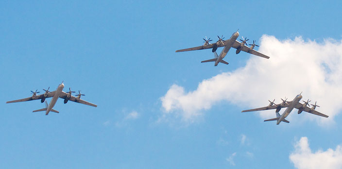 // A. Belenko bei wikimedia // August 2012 / Die Tu-95  ist auch im Zentralen Museum der Luftstreitkräfte der Russischen Föderation in Monino, ca 40 km von Moskau entfernt, zu besichtigen /