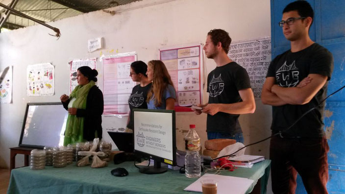 Seminar zum Erdbeben sicheren Bauen gemeinsam mit unserer Freundin und Helferin Anita, die die ganze Übersetzungsarbeit übernahm