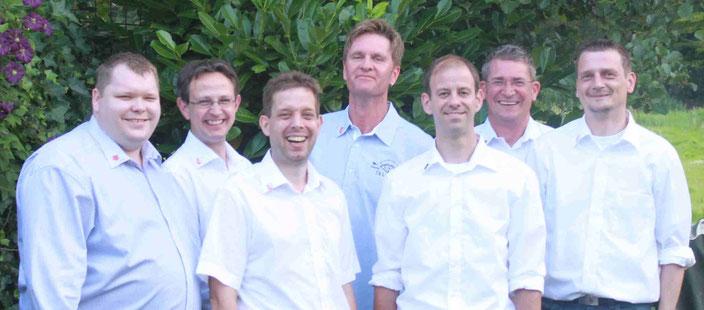 Von links: Michael Wiele (3. Vorsitzender), Markus Schröder (Beisitzer), Dieter Aden (Schatzmeister), Stefan Kahmann (2. Vorsitzender), Dr. Sven Gebhardt (Schriftführer), Helge Brötje (1. Vorsitzender) und  Hartmut Bergmann (Pressewart).