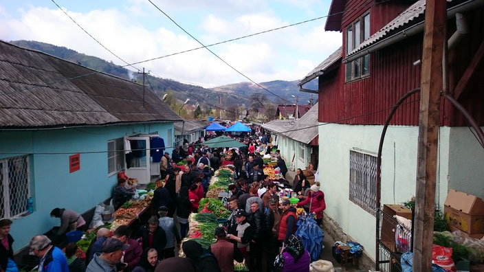 Der wöchentliche Bauernmarkt in Viseu de Sus / Oberwischau