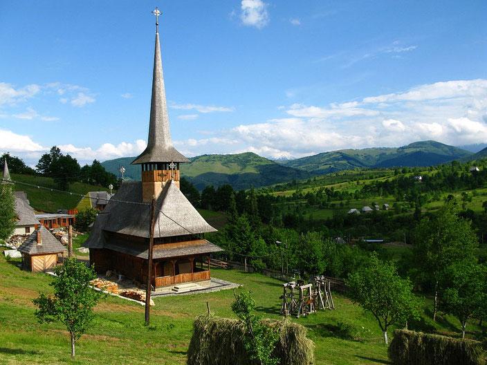 Die Holzkirchen mit ihren spitzen Kirchtürmen sind eine architektonische Besonderheit in der Maramuresch