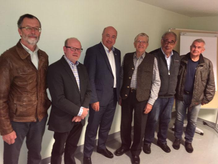 Der neue Vorstand des Hospizvereines ab 22. Oktober 2018 (in der Mitte Dr. Stocker - Vizebürgermeister als Ehrengast)