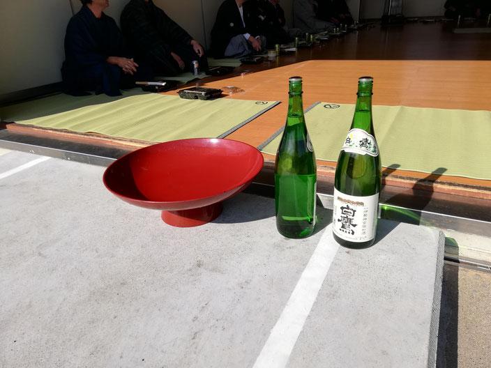 大盃と一升瓶
