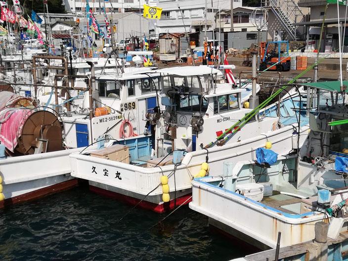まるはちが描かれた漁船