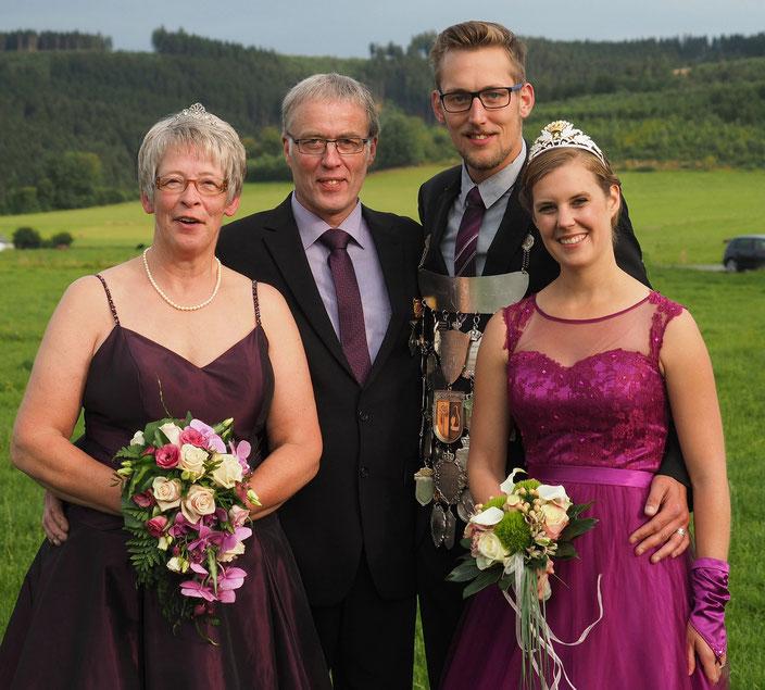 Benedikt und Miriam Schindler mit dem Jubelkönigspaar Reinhold und Irene Kaiser