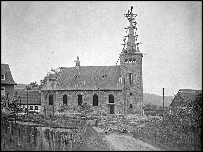 Bau der St.-Nikolaus Kirche, 1929-1930