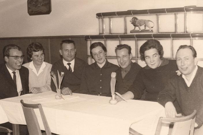 Gründungsmitglieder Januar 1963, von links nach Rechts: Gerd Weber, Melitta Motsch, Karl Leberer (erster Vorstand), Roswitha Griesbaum, Edwin Menz (Skilehrer), Helge Sternberg, Werner Schmitt (Skilehrer)