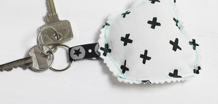 schlüsselanhänger selber machen, ganz einfach mit einem Nähpaket der kleinen Designerei!