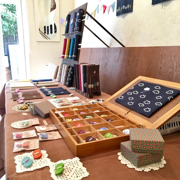 刺繍小物作家「timpani」さんの『刺繍ブックカバー屋さん』へ行ってきました♪ 写真クリックでtimpaniさんのインスタに飛びま~す♪