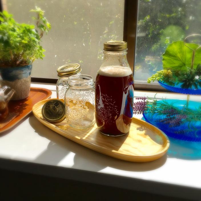 梅酵素ジュースはほんとおいしくって娘も大好物なのですぐなくなっちゃうから、2セット仕込みました。同じ日に仕込んだのに発酵はずれて、昨日1つ、今日1つ濾しましたよ♪ 500㎖のビン2つでも溢れるくらいいっぱい出来上がって、嬉しいです!全部で2ℓ強・・・これを原液として水で薄めて飲むんですが、カラダにじゅわっとしみ込んで、潤います~❤