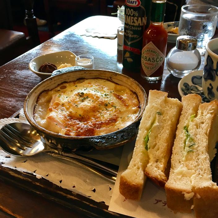今も昔も、昼時は行列ができるほど人気の喫茶店「アデリータ」(綱島、写真クリックでサイトへ飛びます)。ココット(モーニングセット)が大好きで通っていました。ほんと何食べてもおいしいの❤ 人良し、食事良し、居心地よし・・・あったかいおもてなしが満ちる「ザ・喫茶店」で、当時厳しい現実からの逃避先として、わたしをかくまってくれたやさしい場所です。今回はひょんなことから20年ぶりに訪れる機会をいただきましたが、お店が今も健在で嬉しすぎます♪