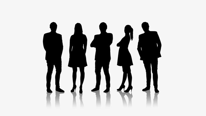 進歩性における当業者は「1人」ではなく、部下が4人いることを表す図