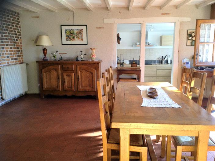 Salle à manger: vue sur cuisine