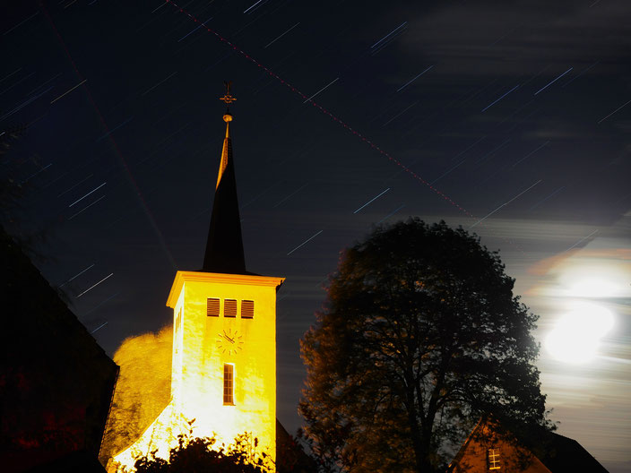 """Sterne über Meinkenbracht, aber auch andere """"Himmelskörper"""" hinterlassen ihre Spuren."""