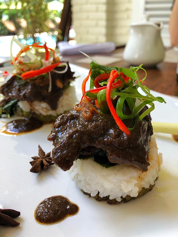 Rendang – indonesisches Fleischgericht.