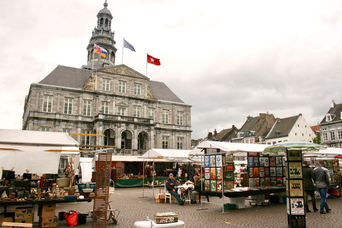 Maastricht Netherlands ofpenguinsandelephants market square flea market