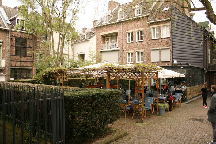 Maastricht Netherlands ofpenguinsandelephants cafe restaurant Petit Cafe Moriaan