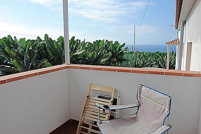 Meerblick über die Bannenpflanzen vor der Terrasse