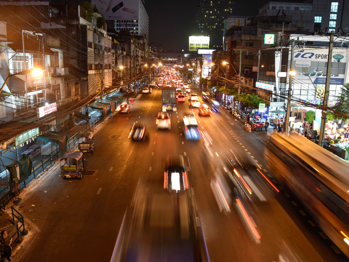 Bangkok, Thailand,  Fotografie, Photography, Reise, Russelsheim am Main, Rüsselsheim, Hessen, Fotograf, Tagesbuch, Asien, Nacht, Strasse, langzeit Aufnahme