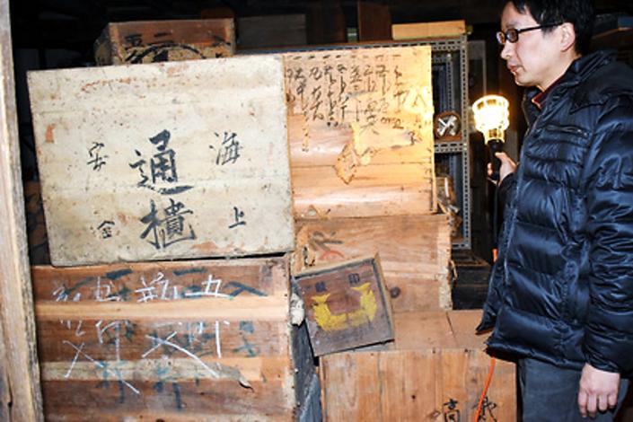 利根川の水運で陶磁器を運んでいた江戸時代の木箱の画像