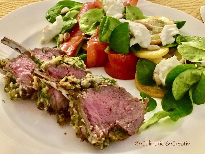 Lammkarree mit Kräuterkruste und warmem Salat