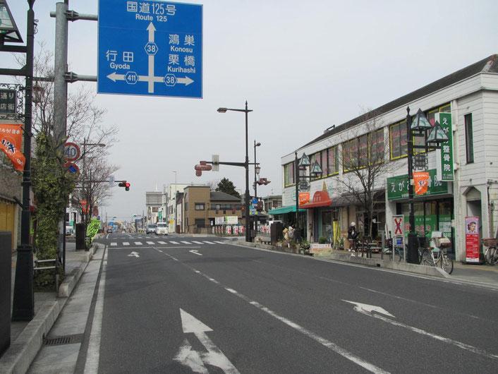 最初に出てくる信号「加須駅入り口」の交差点を右に曲がります