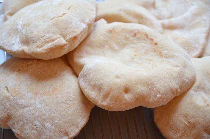 Pita-Brot gefüllt mit selbstgemachten Falafel