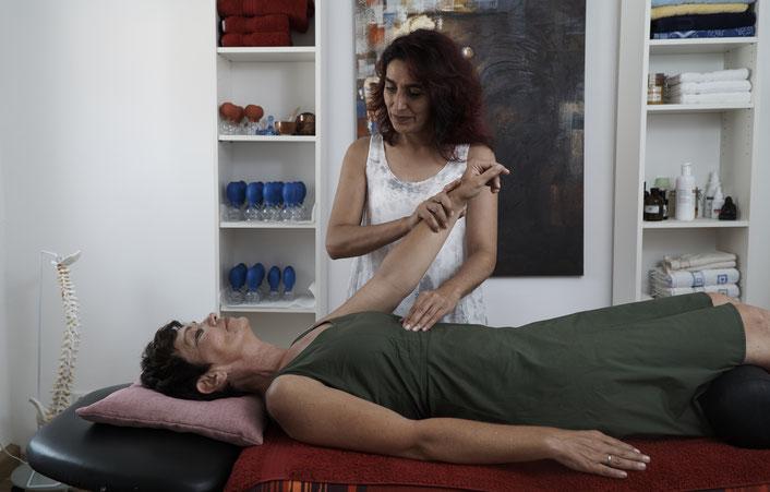 Touch for Health Heilpraktikerin Binnur Savas Erding Oberding Schwaig