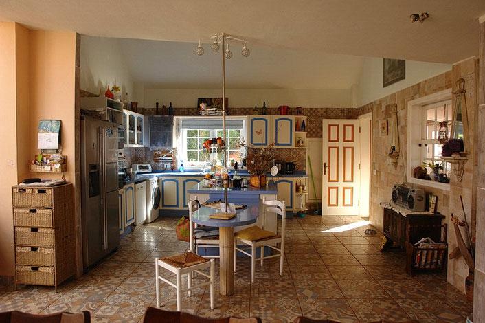 Küche mit moderner Ausstattung.