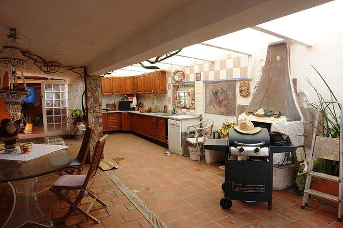 gemauerter Grill der Außenküche