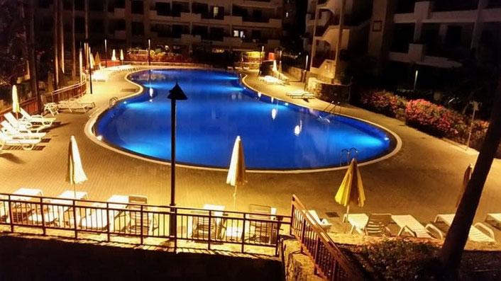Pool mit Nacht