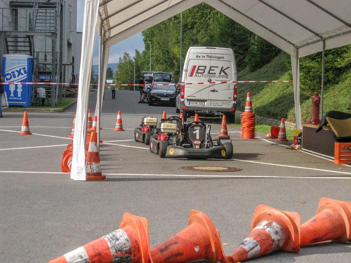 'Ruhende' Karts, abends nach dem Wettkampf. Die gestellten Fahrzeuge vom MTC Gera e. V. im DMV