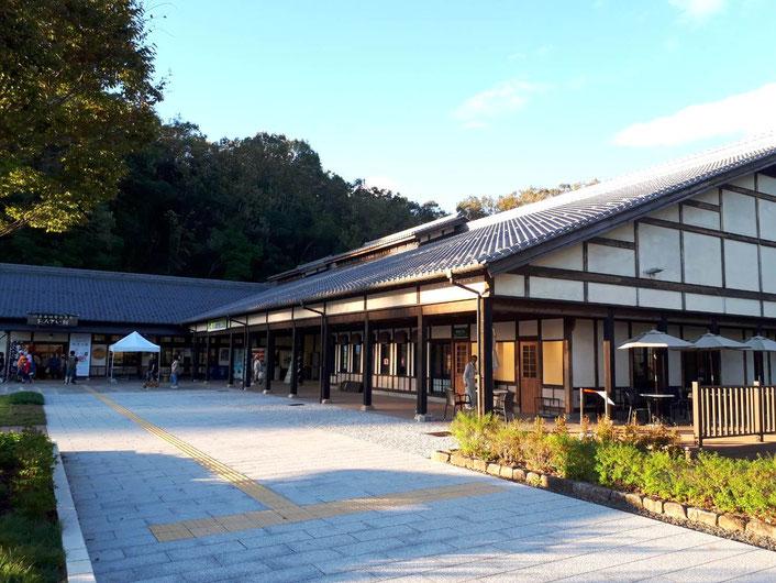 エントランスは旧日本昭和村のときのままですネ。