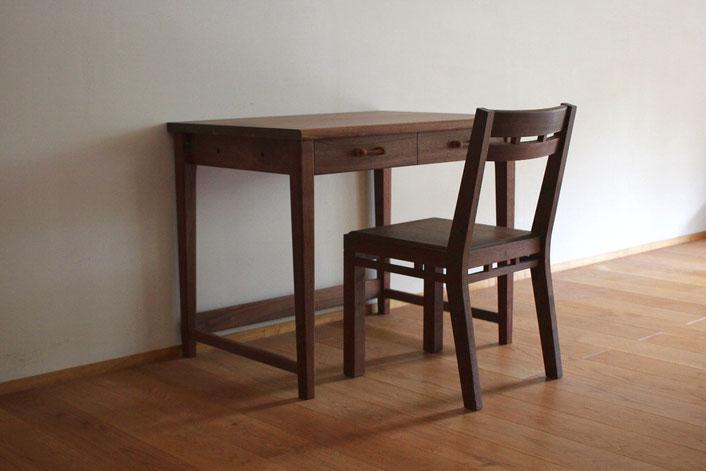 ウォールナットのシンプル学習机&組木の椅子(座間市・H様邸)