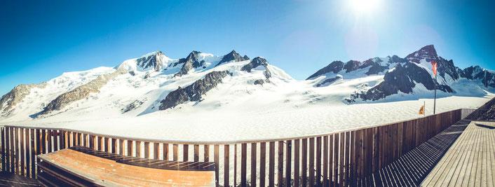 Blick von der Terrasse der Finsteraarhornhütte aus