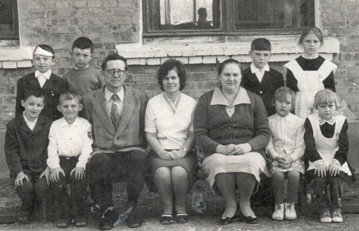 Круглов Юрий Никифорович, Ларина Нина Сергеевна, Можарова Нина Михайловна с учениками.