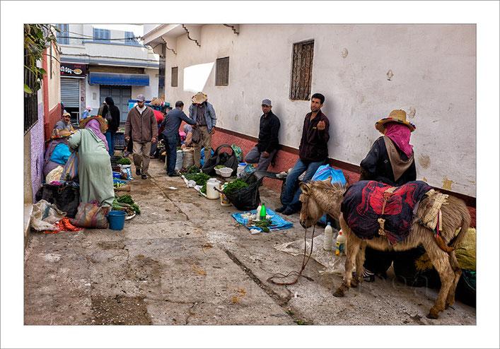 Marruecos, Ashila, mercado callejero, vendedores, fotografías de viajes, burros, street photograph, fotografía callejera