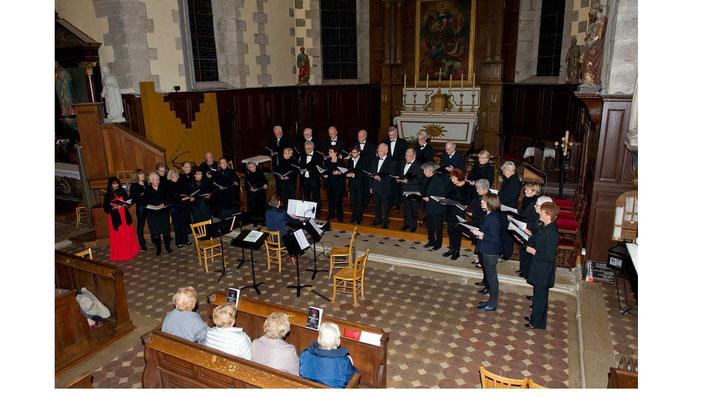 concert Schubert en l'église de Maintenon avec la chorale Harmoniques de Dreux et les quatuor à cordes de Sequentiae (photo JP Ronnay)