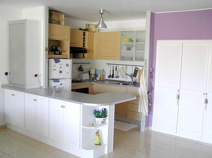 Offener Küchenbereich mit viel Abstellraum