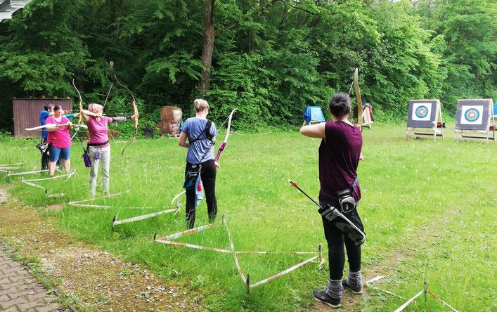 Bogenschützinnen auf der Bogenwiese in Esslingen