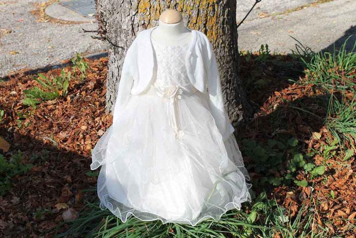 Second-Hand: Romantisches weißes Mädchenkleid mit üppigem Tüll, Satingürtel und Blümchenstickerei
