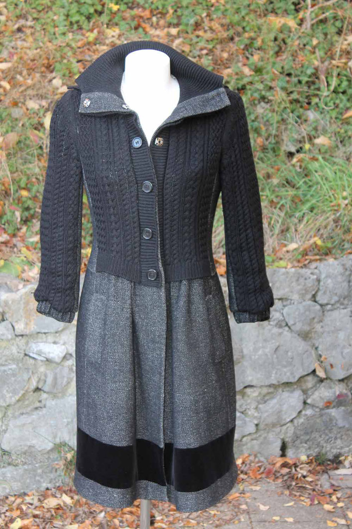Second-Hand: Winteroutfit in grau, Rock mit anthrazitfarbener Strickjacke