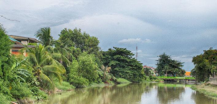 Der kleine Fluss auf der Rückseite der Yomjinda Walking Street