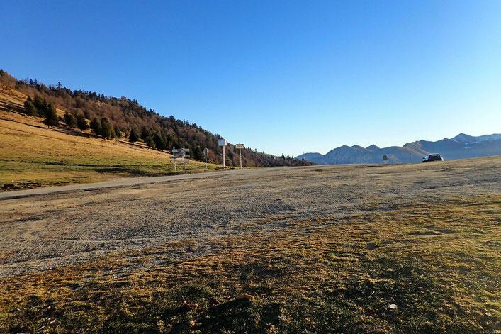 Après 1h de marche, me voici au Col d'Aspin (1493m).