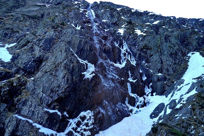 La cascade de Riou Nère, en partie gelée...