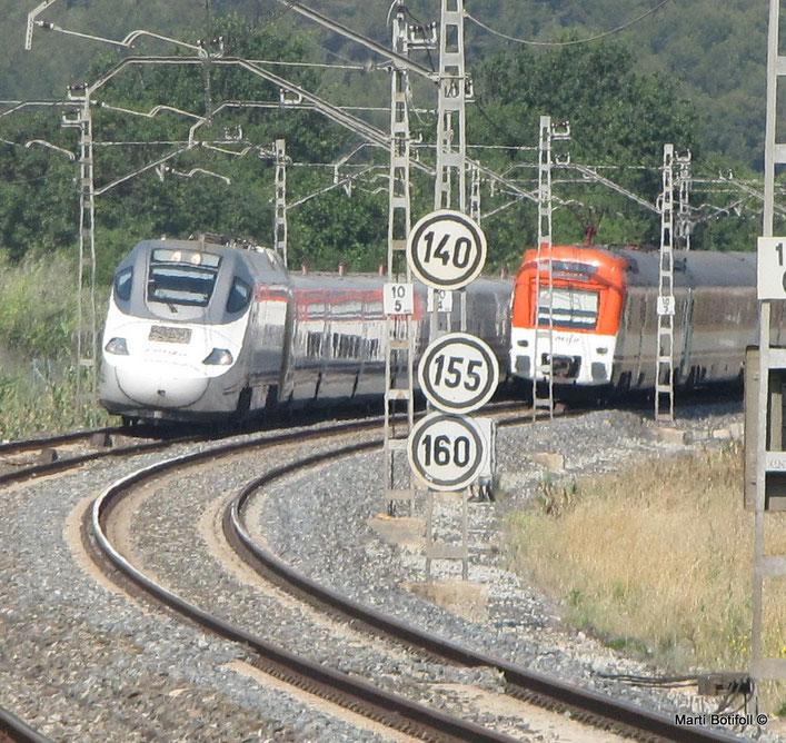 1. Los trenes de tipo Normal, seguirán la limitación de arriba; los de tipo A, la de en medio y los de tipo B la de abajo. Los trenes de tipos C y D disponen de un sistema de señalización en cabina. Altafulla/Tamarit