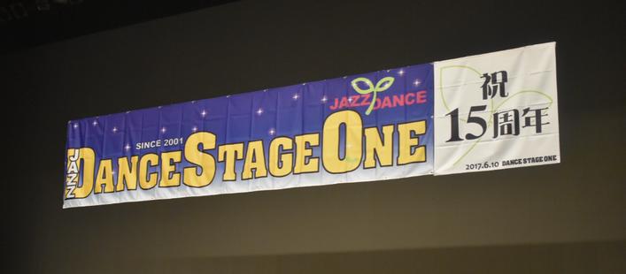 舞台上で振り返ると、この横断幕が!!!