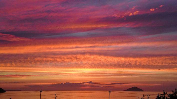 糸島市 深江海水浴場の夕日 Sunset at Fukae Beach